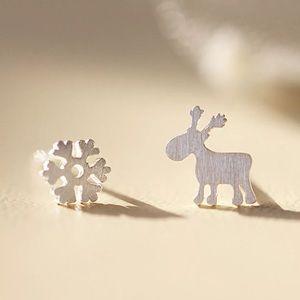 Cute Winter Moose & Snowflake Earring